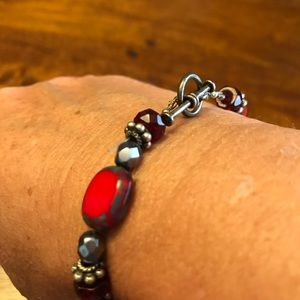 Jewelry - ++++Pretty red and silver beads bracelet